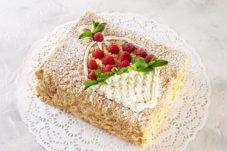 Торт «Наполеон» классический с малиной